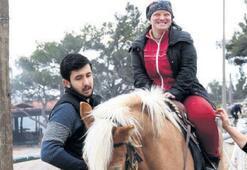 Özel çocuklara atla terapi