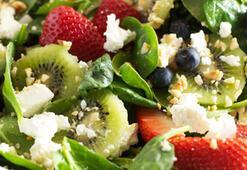 Çilekli ıspanak salatası