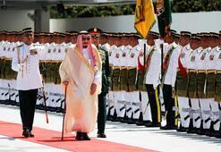 Suudi Kralı Endonezyaya 460 ton bagajla geldi