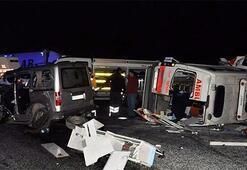 Ambulansla kamyonet çarpıştı: 4 ölü, 1 yaralı