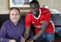 Henri Saivet sözleşmeyi imzaladı