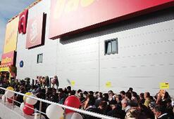 BauMax İstanbul'da izdihamla açıldı