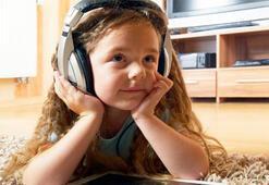 İnternet kızlar için müzik,  erkekler için oyun demek