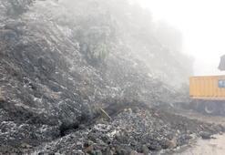 Heyelan, Denizli-Antalya yolunu bir süre kapattı