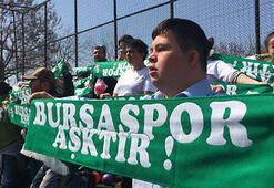 Bursaspor taraftarlardan anlamlı davranış