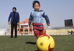 Messi'nin Afgan çocukla buluşması