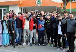 Alanyasporlu futbolcular asker uğurladı