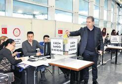 Referandum için ilk oylar atıldı