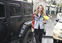 Eliz Sakuçoğlu sevgilisine çiçek aldı