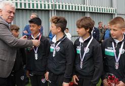 Bursasporun minik şampiyonları altınla ödüllendirildi