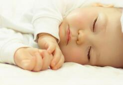 Bebekleri sallayarak uyutmak doğru mu