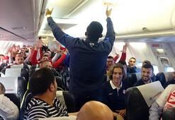 Etoo uçakta üçlü çektirdi