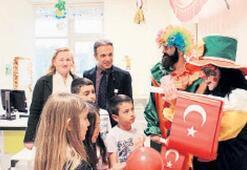 Çiğli'de hastanenin çocuk servisi rengârenk süslendi