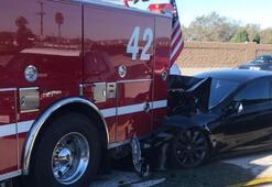 Park halindeki itfaiye aracına çarptı, suçu otomatik pilota attı