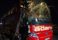Ankarada yolcu otobüsü ile kamyon çarpıştı: 11 yaralı