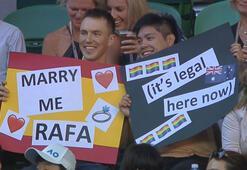 Nadala erkek hayranından evlilik teklifi