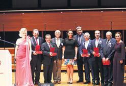 'Umut' konserinde ünlüler korosu