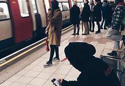 Yıldız futbolcu metroyla şehri gezdi