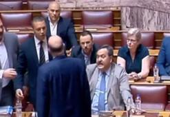 Yunan parlamentosu karıştı Milletvekilleri üzerine yürüdü