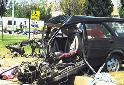 Otomobil ikiye bölündü: 1 ölü