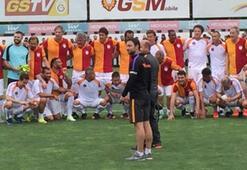 Galatasaray efsaneler gösteri maçında bir araya geldi