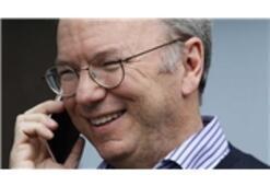 Google'ın Eski CEO'su Eric Schmidt iPhone'la Yakalandı