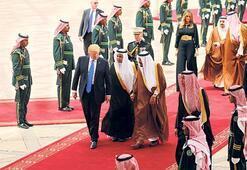 Skandallarla boğuşan Trump Suudi Arabistan'da