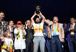 Evkur Yeni Malatyaspor kupasını aldı