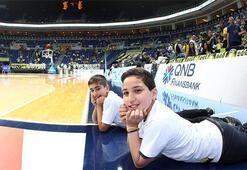 Siirtli çocuklar aynı pozla Ülker Arenada