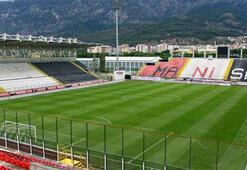 Akhisarspor, Manisa 19 Mayıs Stadına veda etti