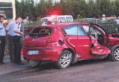 Üç araba çarpıştı 1 ölü, 7 yaralı