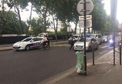 Son dakika... Pariste polise çekiçli saldırı