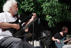 Erkan Oğur gitarını konuşturdu