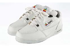 Apple marka ayakkabılar satışa çıkıyor