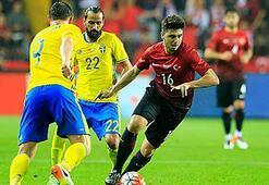İsveçli futbolcular taraftara hayran kaldı
