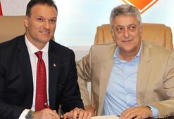Samsunspor, teknik direktör Alpay Özalanla 3 yıllık sözleşme imzaladı