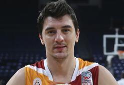 Galatasarayda Emir Preldzic 2.5 ay sahalardan uzak kalacak