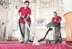 Bornova'da camilerde Ramazan temizliği