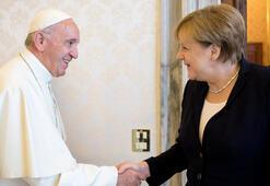 Merkel Vatikanda Papa beni cesaretlendirdi