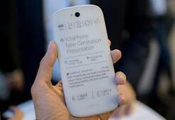 Çift ekranlı YotaPhone 3 duyuruldu