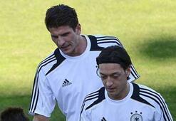 Mesut Özil: Gomez tam aradığımız golcü