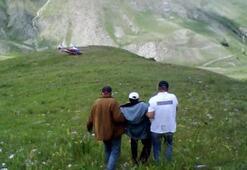 Ayı taş attı, yaralı çobanı helikopter kurtardı