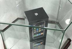 Kutusu dahi açılmamış ilk iPhone rekor fiyatla satışta