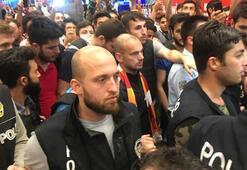 Havalimanında Sneijder izdihamı