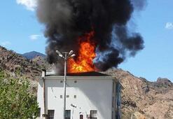 Yusufeli Belediye Başkanı Eyüp Aytekin'in konutunun çatısı yandı