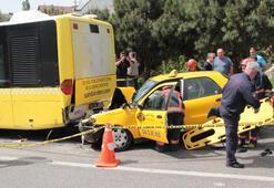 Taksi yolcu otobüsüne çarptı: 1 ölü