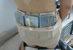 Kadın kaçakçı vücuduna sardığı 102 iPhone ile yakalandı