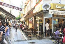 Kadıköy çarşısında 'Bey'lerde kahve içiliyor