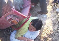 Zeytin ilaçlarken traktör devrildi