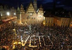 Son dakika... Polonyada beklenen veto geldi, göstericiler kazandı